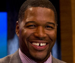 Michael Strahan Makes Broadway Debut in Elf