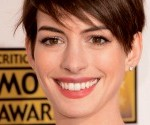 Anne Hathaway Stuns in Oscar de La Renta at Critics' Choice Awards