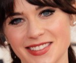 Golden Globes 2013 Red Carpet: Zooey Deschanel in Oscar de la Renta
