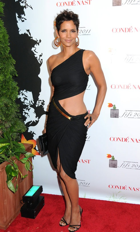 Hot Topics Halle Berryu0026#39;s Revealing Dress At The FiFi Awards - Reel Life With Jane