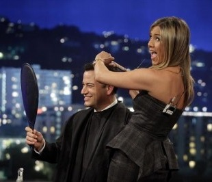 Jennifer Aniston cuts Jimmy Kimmel's hair
