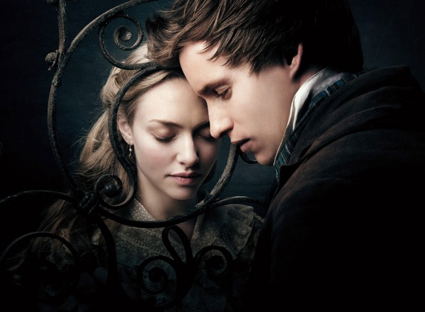 Amanda Seyfried and Eddie Redmayne in Les Miserables
