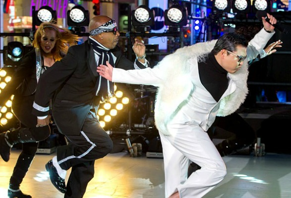 MC Hammer and Psy, New Year's Eve 2013