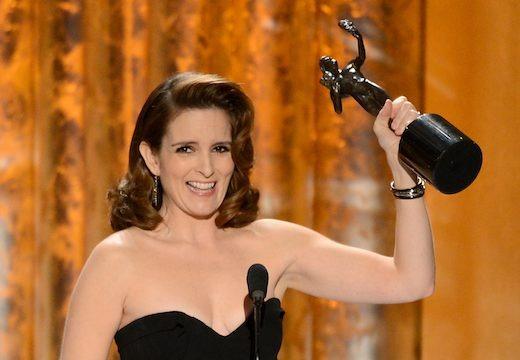 Tina Fey wins a trophy at the 2013 SAG Awards