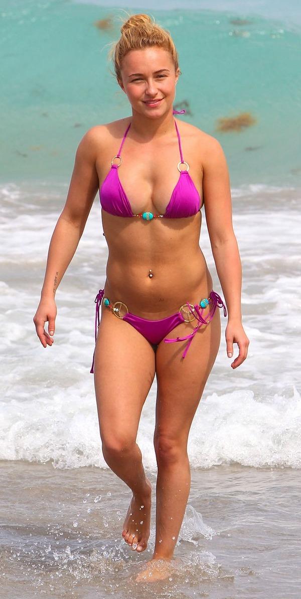 Hayden Panettiere Rocks Pink Bikini
