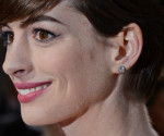 Oscars 2013: Why Anne Hathaway Ditched the Valentino Gown for Prada