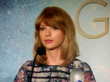 """Taylor Swift at """"The Giver"""" press conference in NYC 