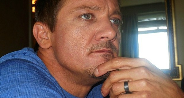 Jeremy Renner and Wedding Ring | Paula Schwartz Photo