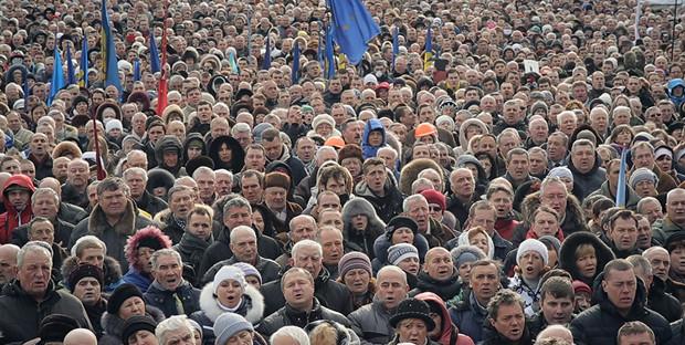 "A still from ""Maidan"" as protestors sing the Ukrainian national anthem"