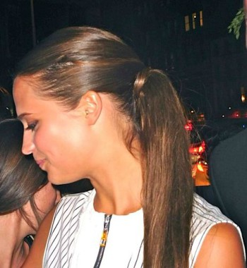 """Alicia Vikander signs autographs at the NY premiere of """"The Man from UNCLE""""   Paula Schwartz Photo"""