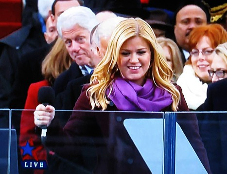 Bill Clinton Photobombs Kelly Clarkson at Inauguration 2013