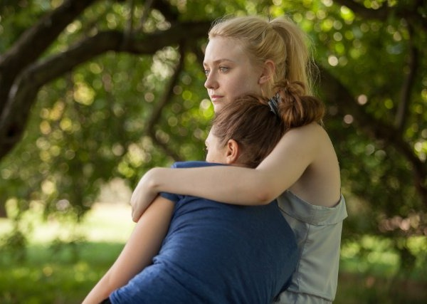 Dakota Fanning and Elizabeth Olsen in Very Good Girls