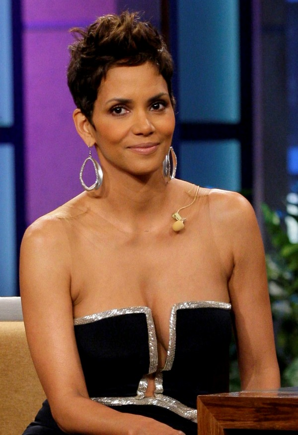 Halle Berry Cleavage nude 898