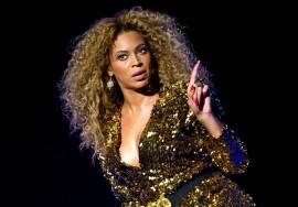 Fan Slaps Beyonce's Butt