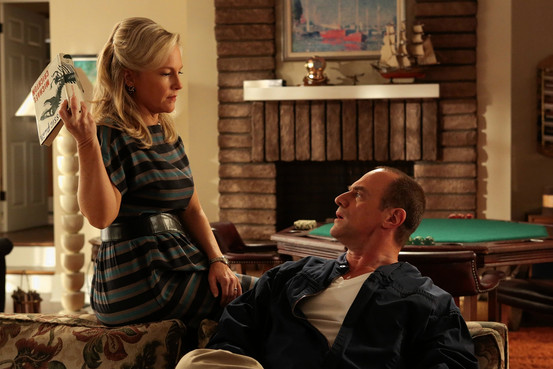 """Rachael Harris and Chris Meloni in """"Surviving Jack"""""""
