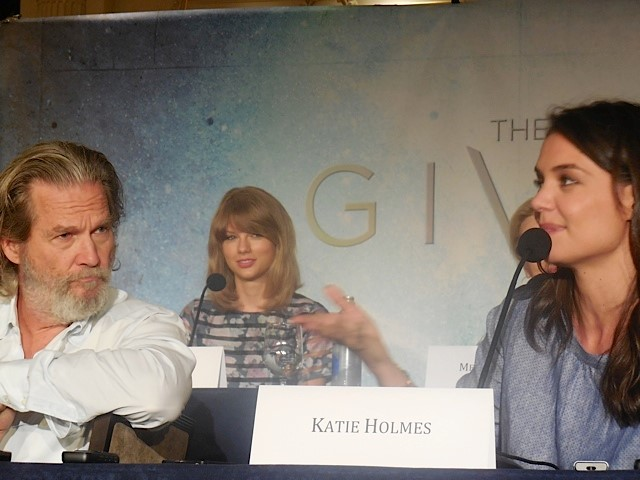 Taylor Swift Talks The Giver Happiness And Her Fans Reel Life With Jane