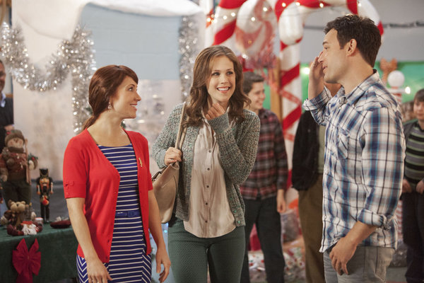 Cookie Cutter Christmas.Hallmark Channel Premieres Nine Lives Of Christmas