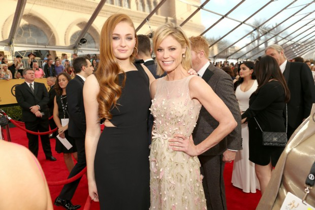Actresses Sophie Turner (L) and Julie Bowen attend TNT's 21st Annual Screen Actors Guild Awards at The Shrine Auditorium on January 25, 2015 in Los Angeles, California | Photo: Image.net