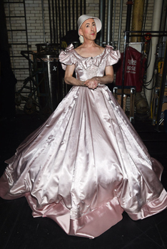 "Alan Cumming dresses as Anna in ""The King and I"" at the 2015 Tony Awards at Radio City Music Hall on June 7, 2015 in New York City.  (Photo by Dimitrios Kambouris/Getty Images for Tony Awards Productions)"